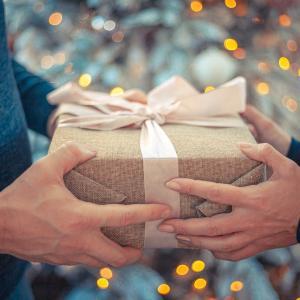 プレゼントを要求するフィリピン人妻