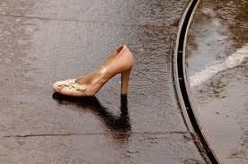 【悲報】エナメル靴、実は雨の日NG??
