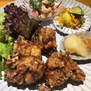 高円寺食堂で、日本一ノミネートの唐揚げをほおばる