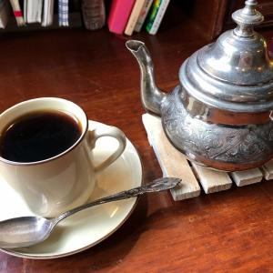 おしゃべり禁止の喫茶店「アール座読書館」で本の世界に入り込んだ