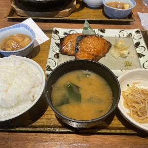 【恵比寿「土鍋炊ごはん なかよし はなれ 」鰤の照り焼き定食(1080円)】