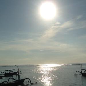 朝日を浴びにサヌールビーチへ