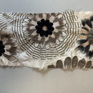 刺繍生地からブローチを作る 続き
