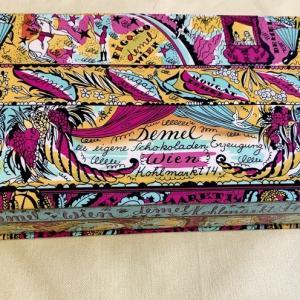 デメルの箱と包装紙を使って クラフト