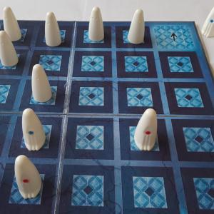 【学童レビュー ガイスター】相手の心を読んで勝つ子どものボードゲーム