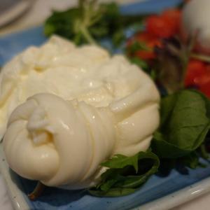 シンガポールでおいしい自家製ブラータチーズが食べれる「マスト(MAST)グルメ」