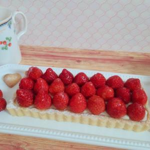 セリアの長方形タルト型でかわいいいちごカスタードタルト