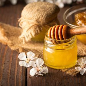 【役に立つ】健康食として蜂蜜を食べるなら非加熱の生はちみつがおすすめ