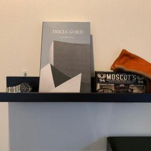IKEAのアート用飾り棚( MOSSLANDA)