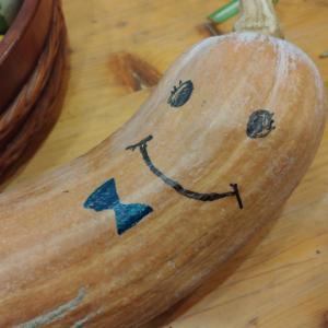 ひょうたんかぼちゃに顔を描いてみた