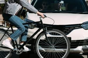 Cars vs. Bicycles(車と自転車)