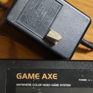 ファミコンカセットが出てきた。GAME AXE ファミコン互換機