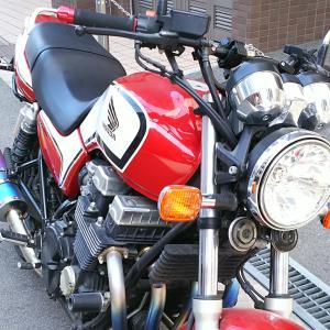 調子の悪いCB750 RC42の修理のため近所のバイク修理屋へ。