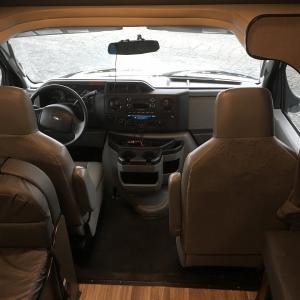 RVの運転席周辺の設備について(カーナビやドライブレコーダー)