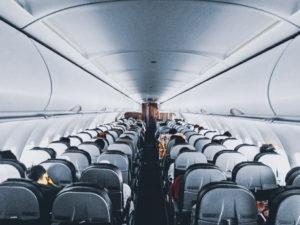 飛行機移動を快適に過ごせるおすすめ商品4選