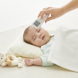 非接触体温計の注意点:ミルク温度は容器ではなくミルクの表面を測るべし!