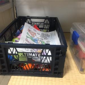 散らばりがちな子供の塗り絵や折り紙、残しておくボックスを用意しました