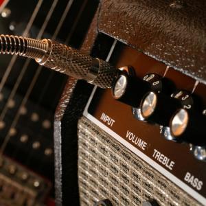楽しく弾ける練習用小型ギターアンプでモチベーションアップ