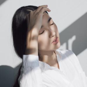 """夏の日焼けによる""""ほてり""""&""""浮腫み""""対処方法"""