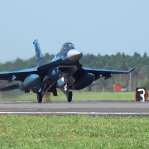 F-2 Right着陸とT-4 T&G