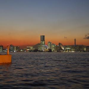 大黒埠頭から横浜港夜景