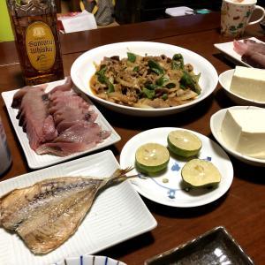 カツオの刺身と豚小間切れの味噌炒め