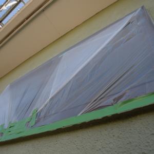 塗装前の養生作業は3日間かかる
