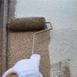 小田原の塗装工事は中塗りの工程に