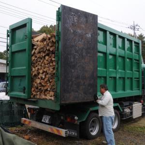 北軽井沢店で薪の入荷20立米