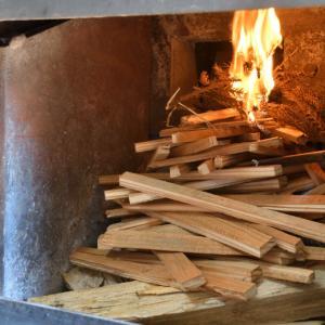 ピキャンオーブンの火入れと、二次燃焼用のスリット隙間の調整