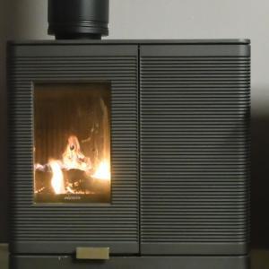 ハイブリッドストーブ「アキミックス」で、薪を焚いての動作確認