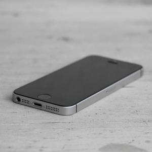 まだ初代iPhoneSE使ってるやつおる?