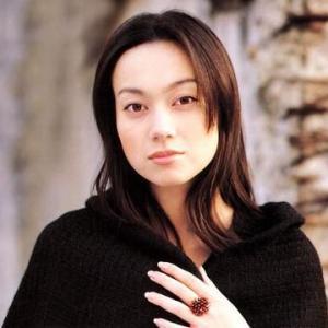 女優・佐伯日菜子が〝遺言〟を投稿で騒然!元旦那トラウマ?娘も女優で綺麗