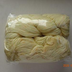 糸巻き器で毛糸をまく