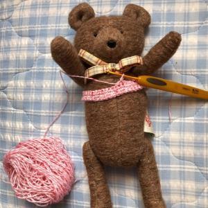 ぬいぐるみに着せる手編みのドレス(その1)