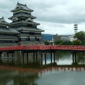 温泉旅行 シルバーウイーク台風のなかの旅行 まずは松本城