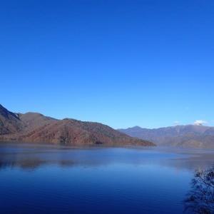 中禅寺湖を望みながら社山