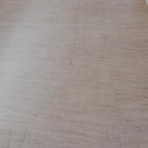 新築アパートの床の汚れと傷がひどすぎ・・・