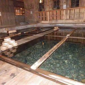 法師温泉長寿館・足元から珠玉の源泉が湧く日本の温泉の宝!