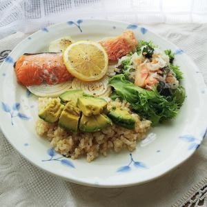 鮭のレモンバター焼きとトビウオのバジル焼き