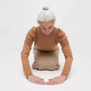 きれいにお辞儀すると腰痛が減る・・・というお話です。