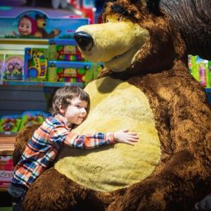 クマさんとハグ、ってちょっと怖いんだけど!? アリゾナ州立大学の研究動画