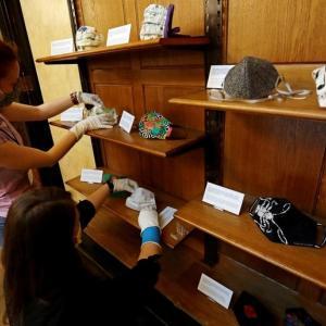 チェコの博物館がマスクを展示ーコロナの象徴を未来の世代に