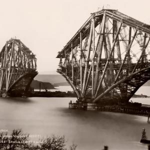 イギリス、フォース橋の建設写真から見る19世紀の技術力