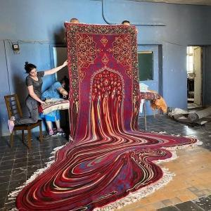 絨毯が溶けちゃった!?アゼルバイジャンの伝統あるラグがサイケデリックなアートに
