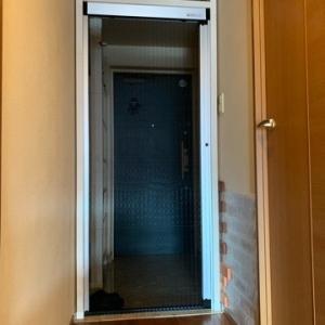 玄関に脱走防止扉なんて必要ないと思っていたけれど・・・・。