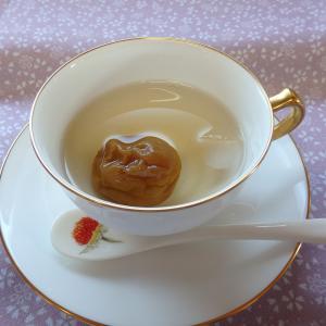 *tea time   今日は大倉陶園のカップで梅ジュース