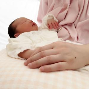 【母乳拒否の新生児ママ必見!】哺乳瓶の乳首を変えたら、すんなり母乳を飲んでくれた神アイテム!