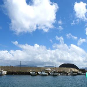 青い空、白い雲、茶色い看板~( ´∀`)つ
