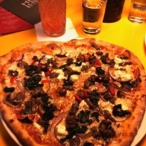 おとぎの国のレストラン情報:今日はピザの日